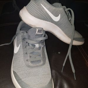 Size 6Y Gray Nike Tennis Shoes